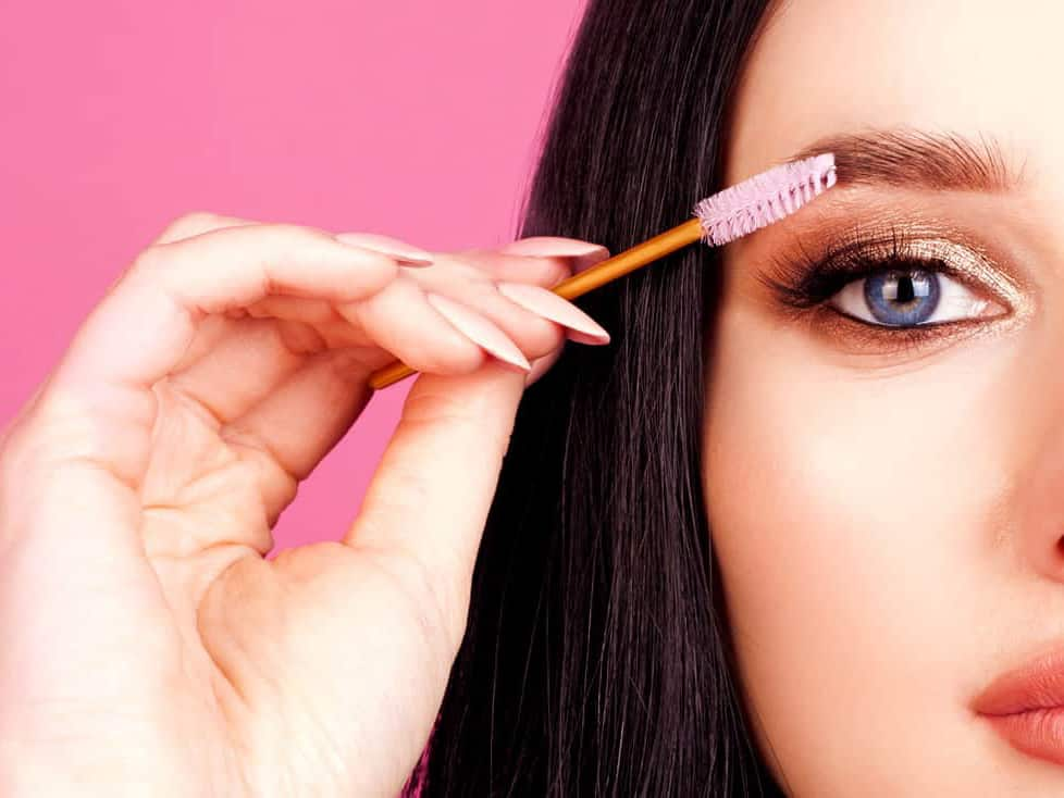 Tips to help you have long eyelashes in 7 days